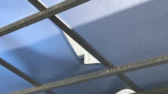 台風被害で修理が必要になったカーポート